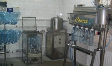 Különböző zárású palackozó berendezések és kiegészítő egységei